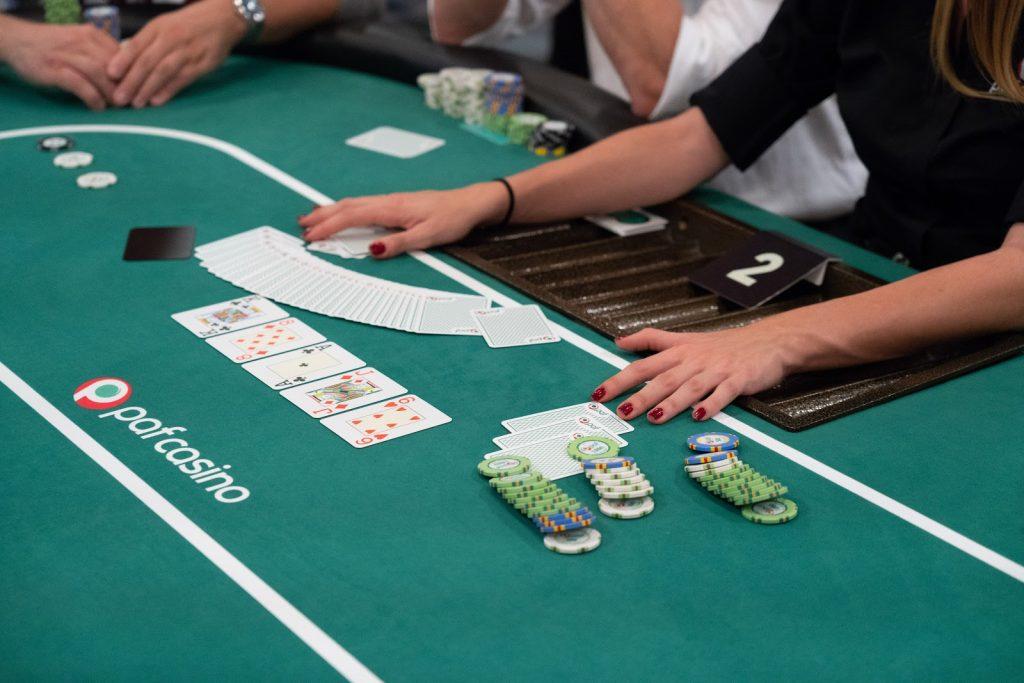 Một số mẹo chơi bài phỏm online/ offline để nhanh thắng lớn như những cao thủ