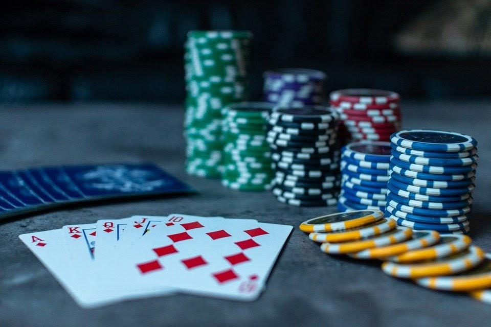 Luật chơi bài liêng đơn giản cho người mới bắt đầu chơi